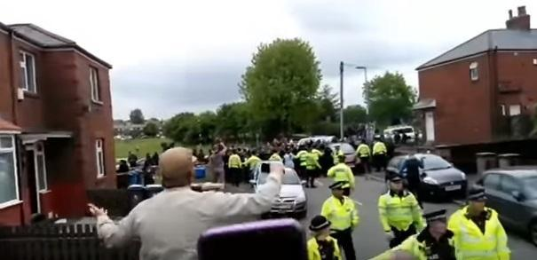 The Oldham Times: Angry scenes at the Tommy Robinson rally